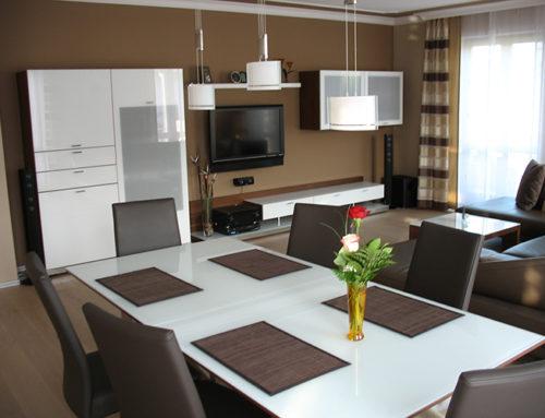 Wohnzimmer und Flurbereich im Privathaus