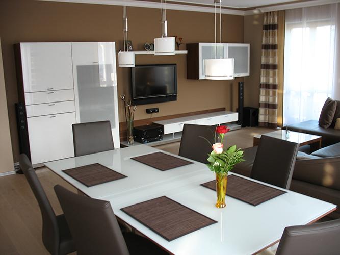 wohnzimmer und flurbereich im privathaus maler frank