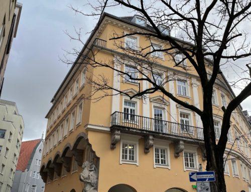 Fassadenrenovierung an einem historischen Geschäftshaus in der Annastraße